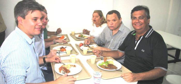 O secretário Neto Evangelista com o governador Flávio Dino em um dos estabelecimentos, em Chapadinha