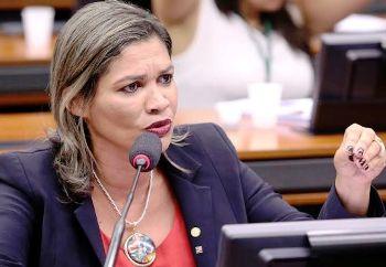 Ex-deputada reúnbe de Sarney Filho a Flávio Dino no mesmo palanque