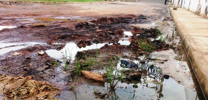 Com poucas semanas, em fevereiro, o asfalto já havia virado lama na Avenida São Bento