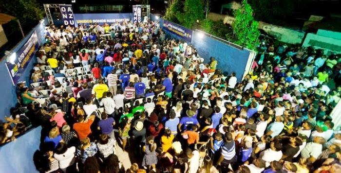 A festa da oposição reuniu milhares de pessoas, num ato histórico