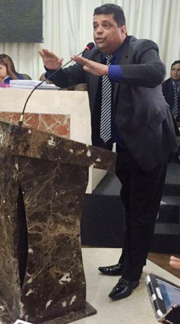 Carioca na tribuna da Câmara: denúncia de corpo e presente