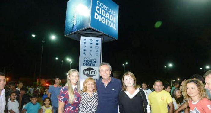 Na Praça José Sarney, modernas antenas de internet gratuita pelo sistema Wifi