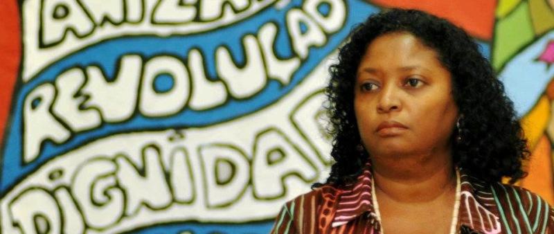 Cláudia Durans terá dificuldades para dizer o próprio nome na propaganda