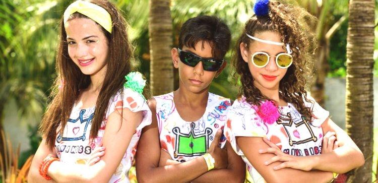 Eleonora, Miss Maranhão 2014, posando com modelo masculino ao lao de Ana Clara, que disputará o Mini Fashionista Internacional