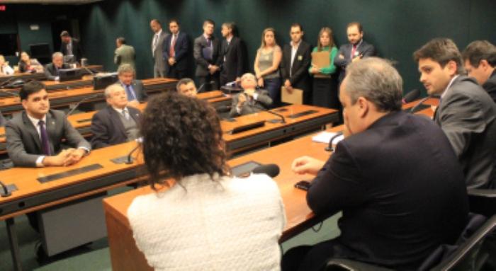 Juscelino coordenou a reunião com a bancada, que garantiu retomada das obras da BR-135