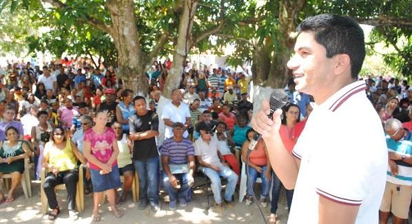 Pixuta fala aos populares
