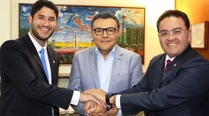 Rocha Júnior, com Carlos Siqueira e Roberto Rocha: interesses locais, estaduais e nacionais a conciliar...