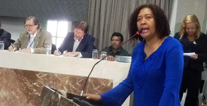 Rose Sales é candidata a prefeita, mas ainda não tem coligação, o que preocupa candidatos a vereador