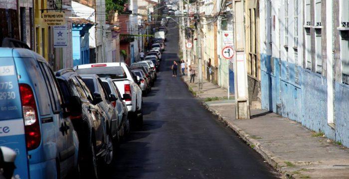 Ruas do Centro recebem asfalto sobre asfalto; e comprometem a rede de água, segundo Márcio Jerry