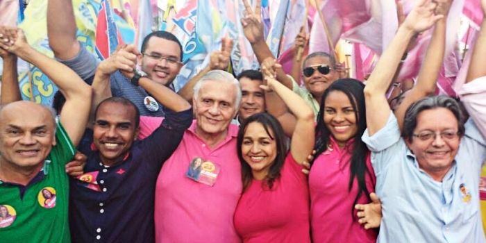 Com seu vice, José Joaquim, candidatos e lideranças de sua coligação