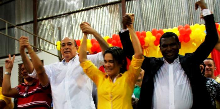 Luana Alves apresenta os candidatos à população de Santa Inês...