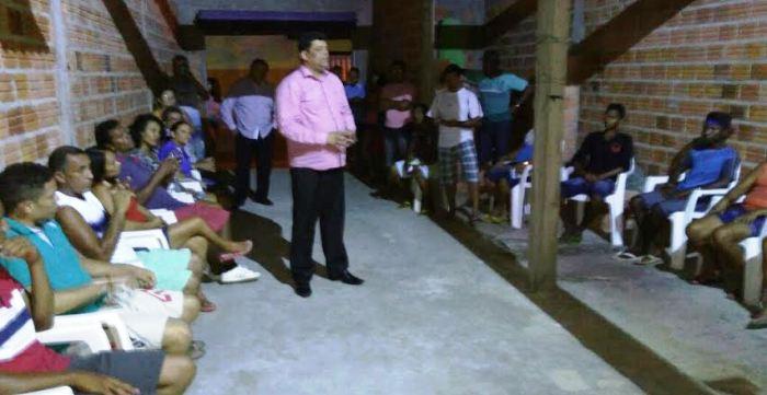 Seja dia, seja noite, carioca não abre mão de participar de reuniões
