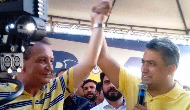 ..E com o ex-adversário Arnaldo Colaço, que abriu mão da candidatura em seu favor