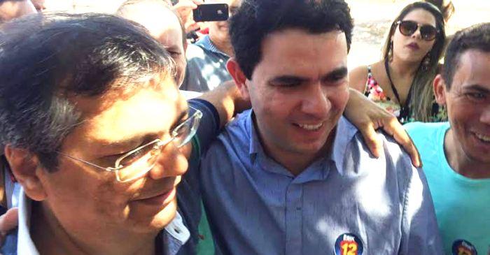 Flávio Dino hoje pela manhã, em Balsas, com seu candidato Erik; hostilização in loco ao senador Roberto Rocha