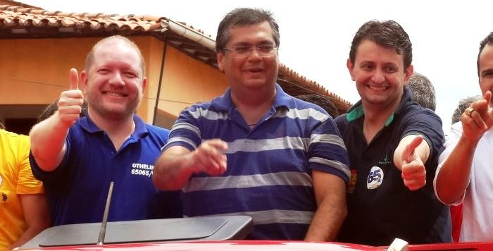 Dino entre Othelino e Leonardo em Pinheiro: contra o PMDB de Edison Lobão e João Alberto