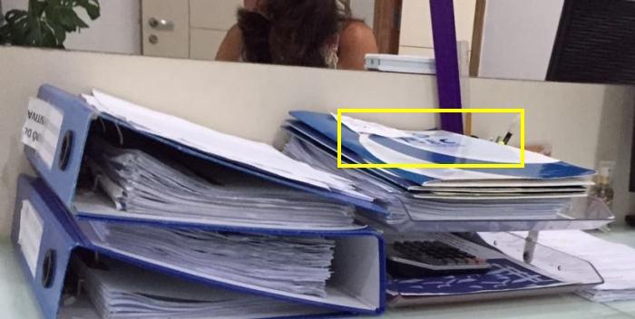 As pastas com a logomarca do ISEC e os documentos dos indicados: provas podem desaparecer