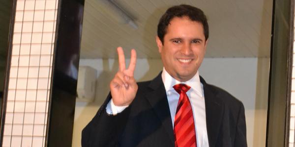 Edivaldo Júnior agora é líder nas pesquisas