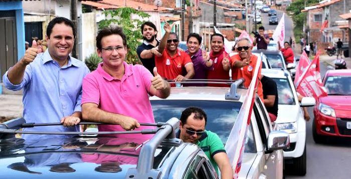 Edivaldo, Júlio Pinheiro no primeiro carro, e a sequência de veículos de apoio