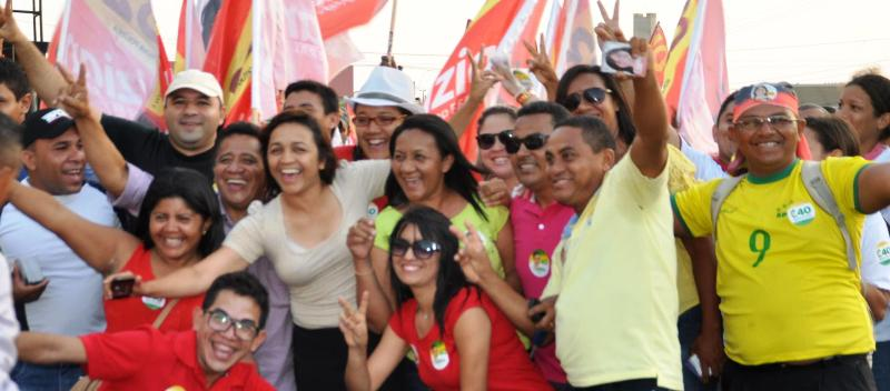 Eliziane Gama com sua militância nas ruas; resistência à intimidação e opressão da prefeitura