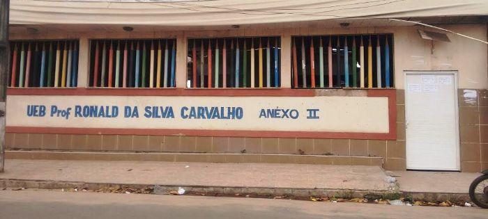 A escola fechada por que Edivaldo não paga os aluguéis...