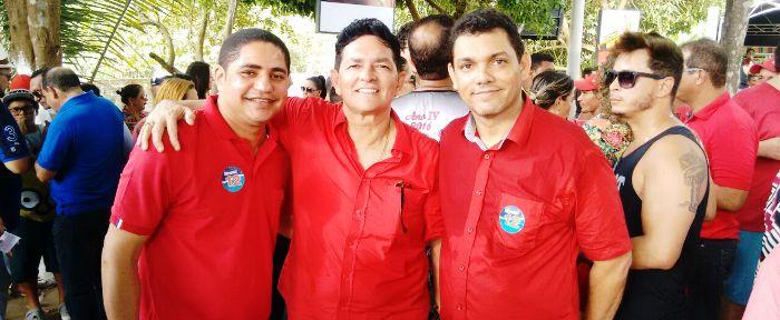 Inácio com Amaury e seu vice, em campanha em Mirinzal