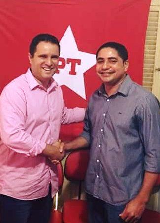 Zé Inácio recebe cumprimento de Holandinha: parceria