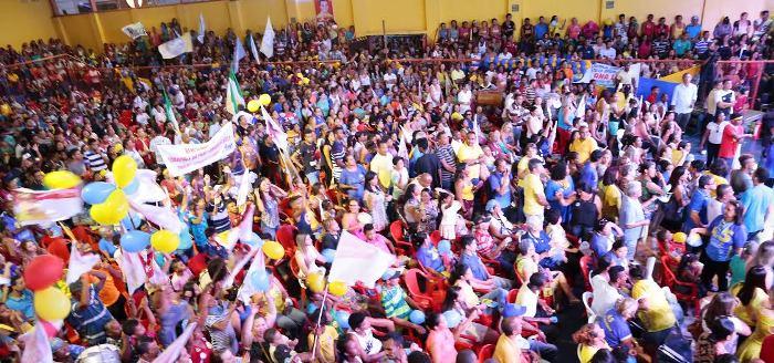 ...E a multidão que acompanhou na convenção: força popular