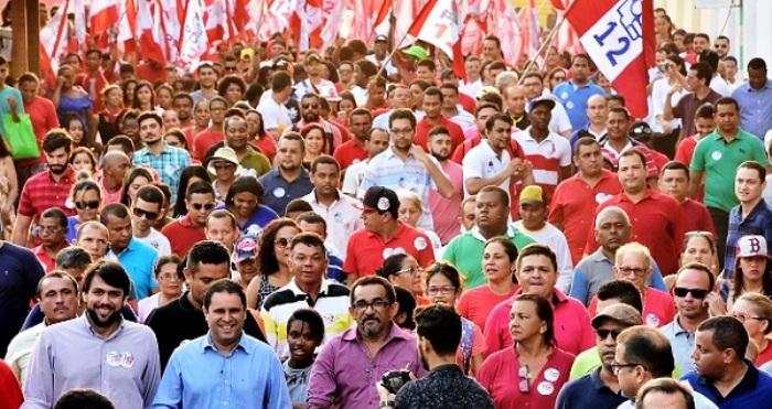 """Com """"multidão"""" em caminhadas, Edivaldo aposta no volume para convencer o eleitor do chamado """"voto útil"""""""