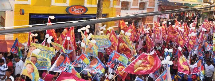 A passagem pela Rua Grande movimentou o centro comercial de São Luís