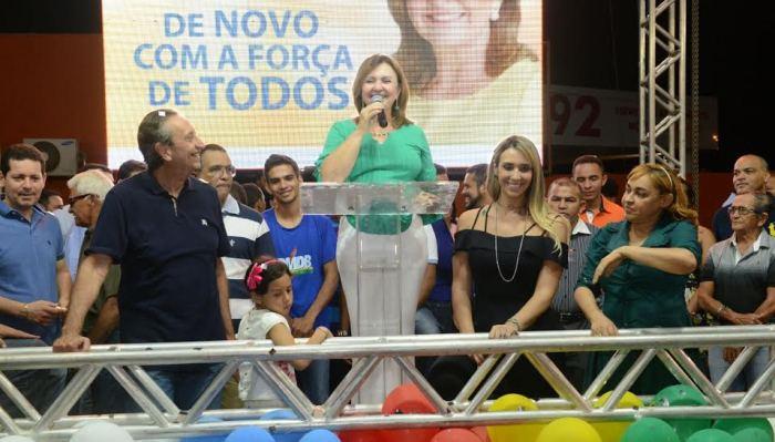 A prefeita agradeceu ao povo e ás lideranças, ao lado do marido Ricardo  da filha Andrea