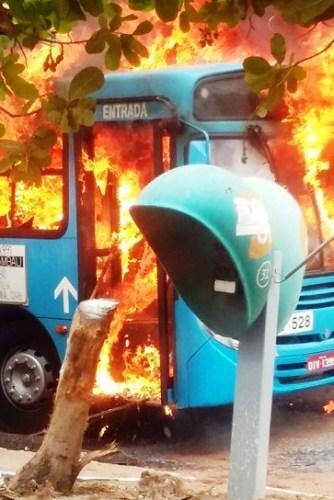 E os ônibus se vão em chamas em São Luís