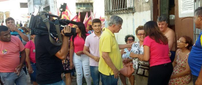 Ao lado do vice José Joaquim, candidata catalogou os problemas enfrentados pelos moradores