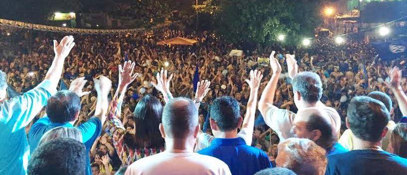 Milhares de colinenses foram ao comício prestigiar o prefeito e as lideranças políticas