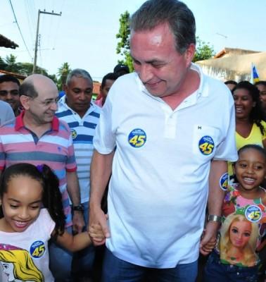 Luis Fernando com crianças: reconstrução