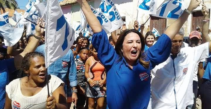Socorro Martins em caminhada com eleitores: vitória, diz Econométrica