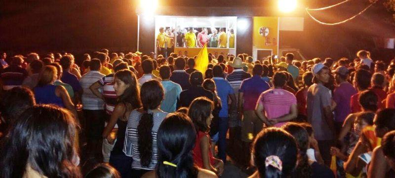 Multidão presente no comício de Tema Cunha em Tuntum