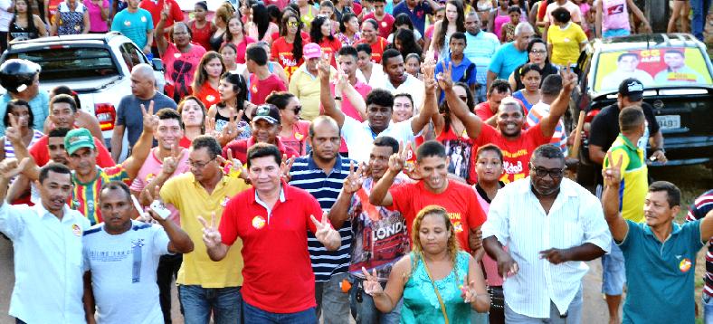 Alan em caminhada com eleitores de Bacabeira: vitória