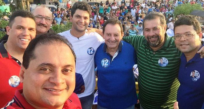 Em selfie com Nagib, deputados Fábio Macedo e César Pires, Carlos Lupi e Zito Rolim, em Codó