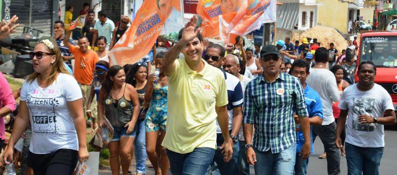 """Eduardo Braide em caminhada na área Itaqui-Bacanga: """"quem manda em São Luís é o povo"""""""