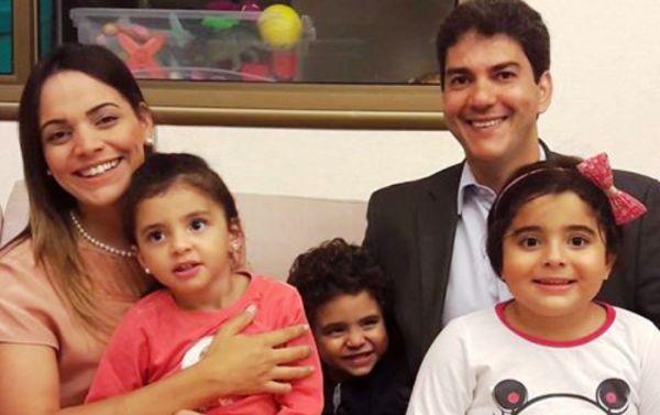 Eduardo com a família após o debate: forte repercussão