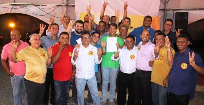 Eduardo Braide entre Gaguinho, Sá Marques e outros militantes do PHS no ato de apoio