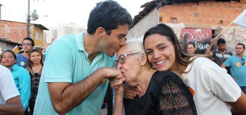 Abusca pelo apoio dos mais idodos também está na agenda do candidato, sobretudo na Zona Rural