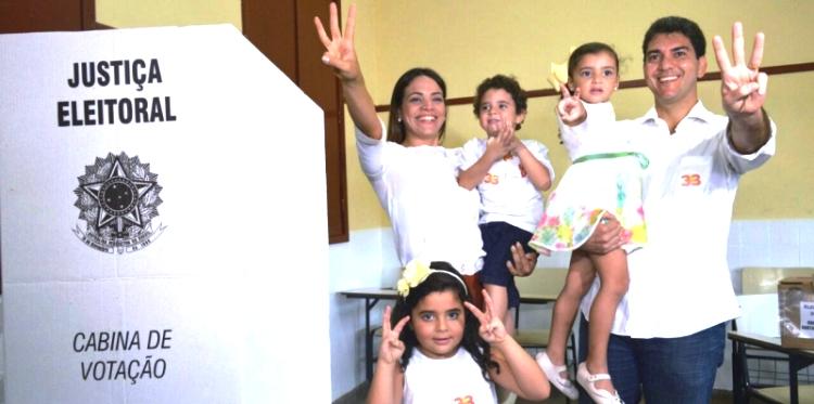 Braide, esposa e filhos na votação: esperança de 2º Turno
