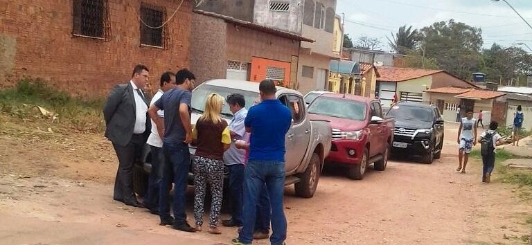 Secretártios e aliados de Edivaldo conversam sobre asfaltamento em ruas do São Cristovão