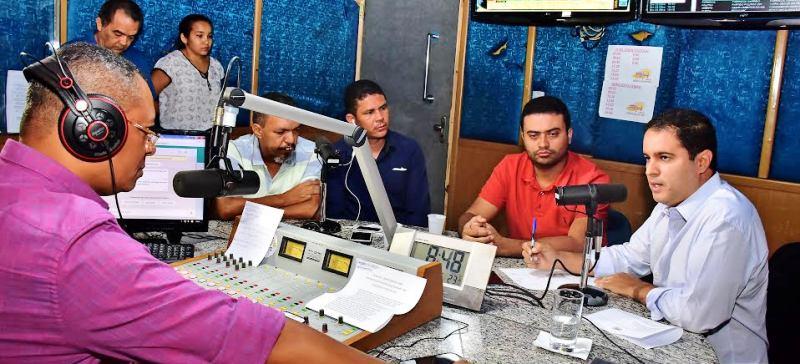 Edivaldo conversa com os jornalistas da rádio Difusora