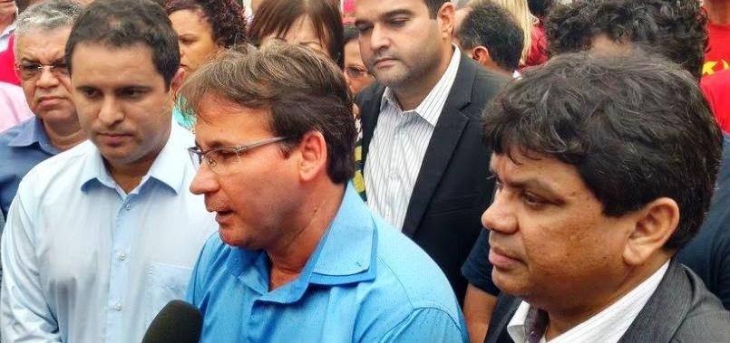 Edivaldo tem como vice o comunista Júlio Pinheiro, que pode assumir dois anos, avalizado por Márcio Jerry