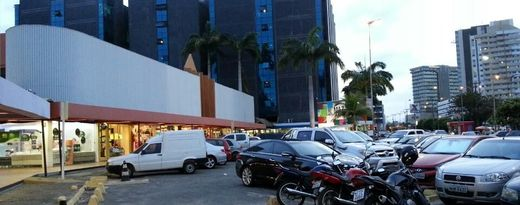 Estacionamento externo do Shopping Tropical