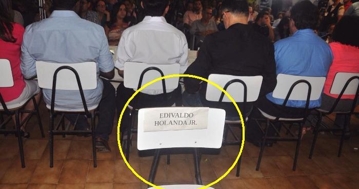 No debate da Comissão Justiça e paz a cadeira vazia foi colocada atrás dos candidatos; segunda fuga...