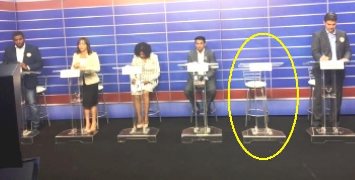 No debate da TV Guará, apénas a bancada do prefeito ficou vazia; terceira fuga...