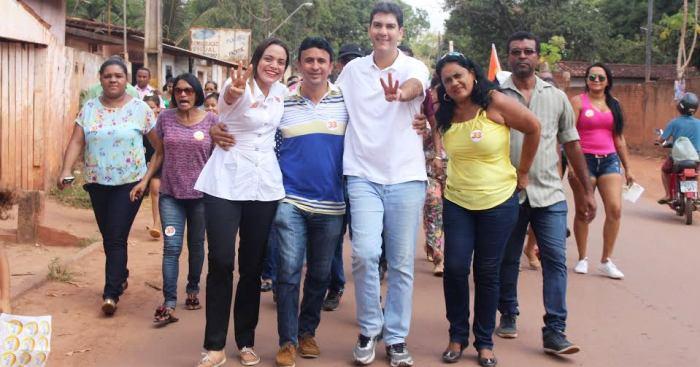 Eduardo com aliados e militantes nas ruas da Zona Rural